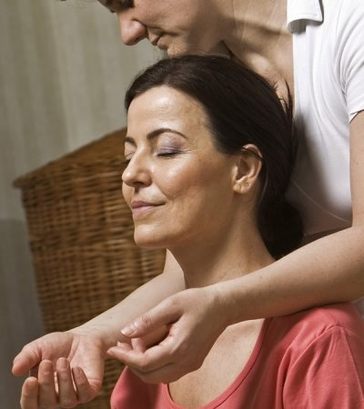Shiatsu Massage in speziellem Massagestuhl